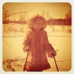 Pauliina hiihtää
